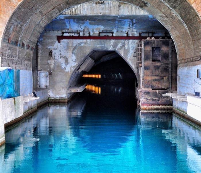 Вход на базу подводных лодок.