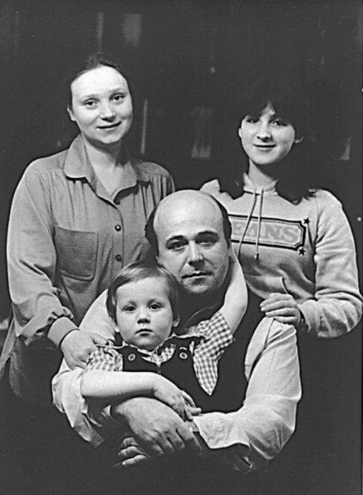 Александр Калягин со второй женой Евгенией Глушенко, дочерью и сыном. / Фото: www.negani.com