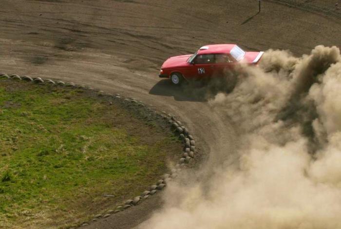 Быстрые повороты – хороший способ проверить подвеску и рулевое управление. | Фото: wisegeek.org.