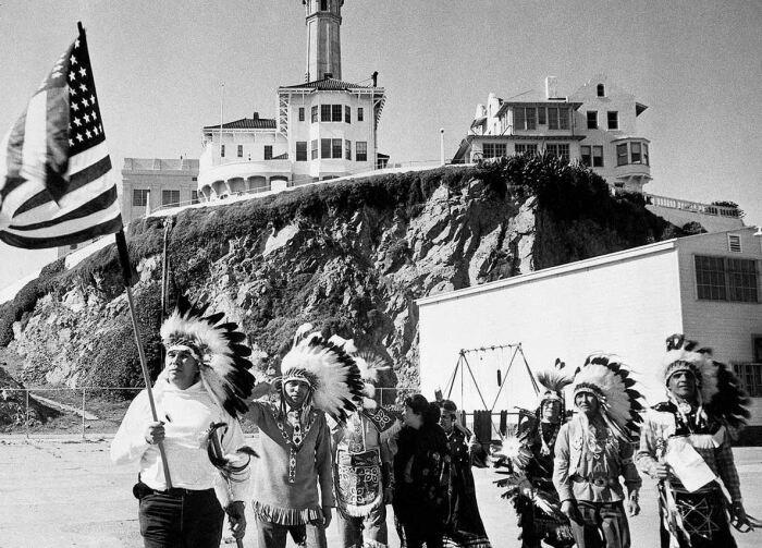 Индейцы требовали остров себе. |Фото: ya.ru.