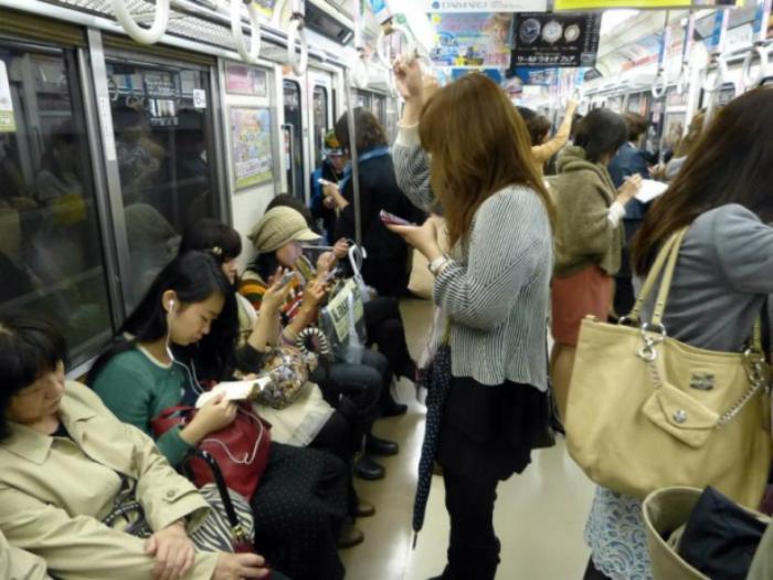 Вагоны метро для женщин.