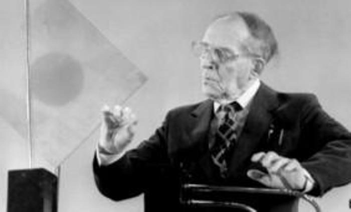 Изобретатель демонстрирует работу терменвокса | Фото: bbc.com