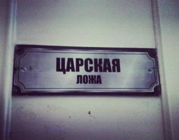 Деканат в театральном институте.