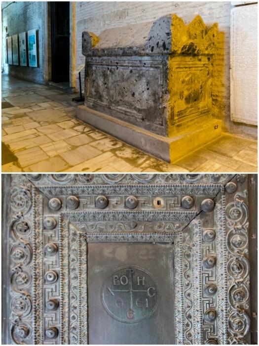 Византийский саркофаг и христианские символы, сохранившиеся в Соборе Св. Софии (Стамбул, Турция). | Фото: yarowind.livejournal.com.