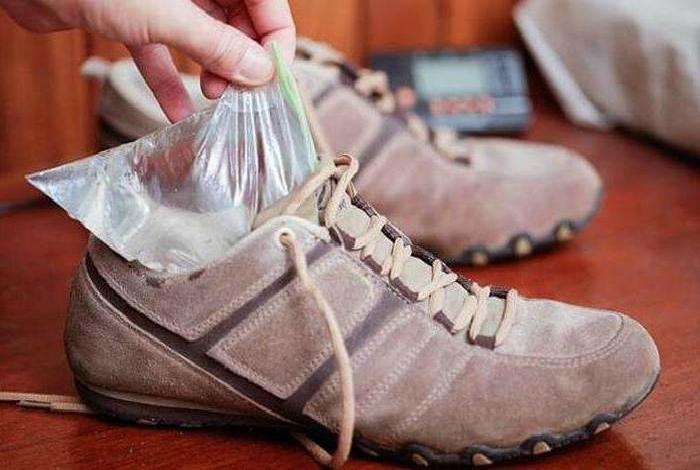 Растянуть узкую обувь. | Фото: Nastroy.net.