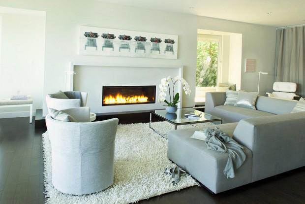 Модульный диван у камина