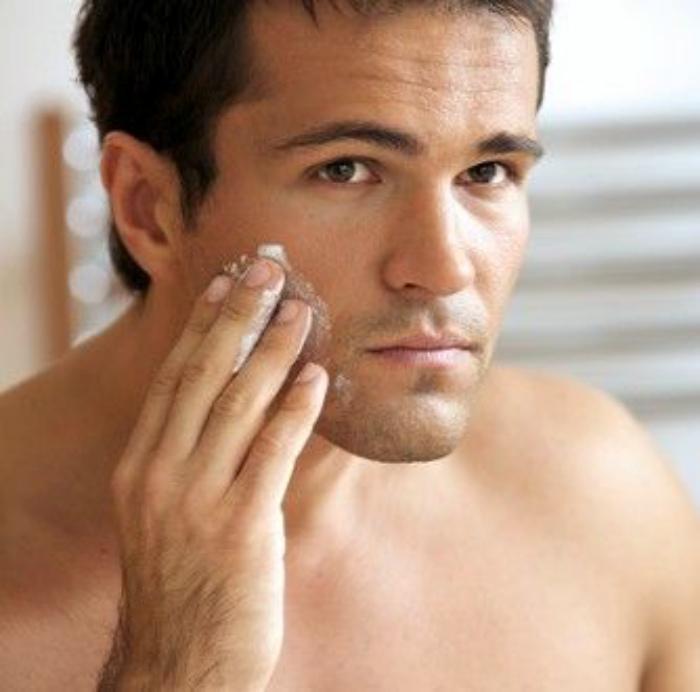 Снять раздражение после бритья.