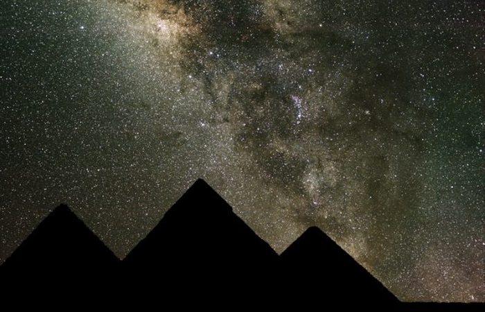 Удивительное расположение пирамид Гизы.