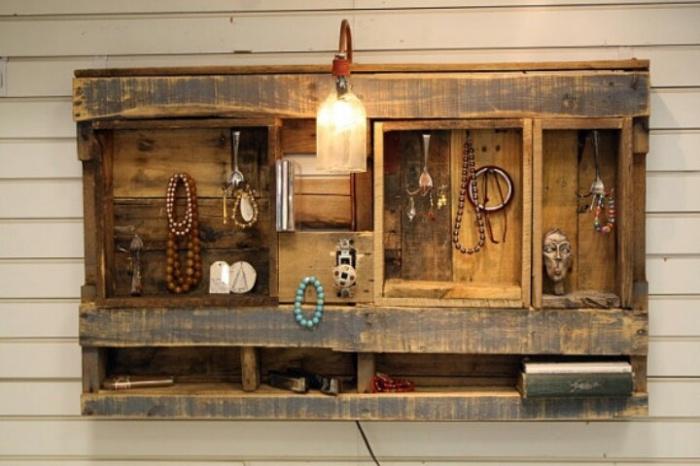 Оригинальная настенная подставка для бижутерии.