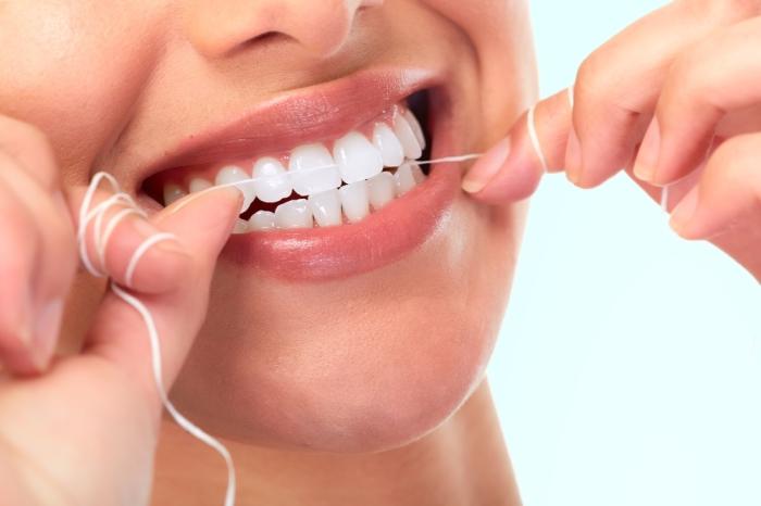 Зубная нить должна быть в каждой ванной комнате.