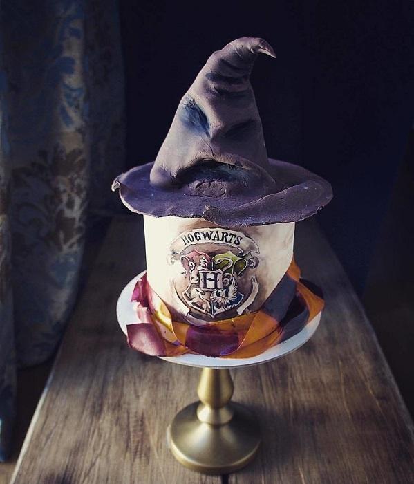 Торт выполнен по мотивам известного фильма.