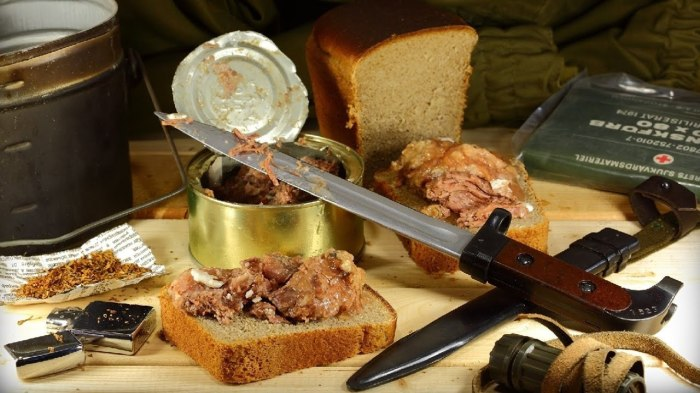Тушенка была частым гостем на столе любой советской семьи или в столовых. /Фото: i.ytimg.com