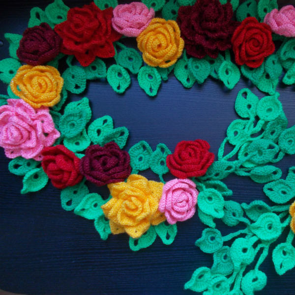 Цветы, собранные в шарф фото