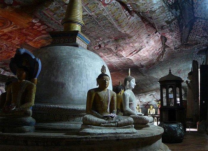 Золотой храм Дамбулла на Шри-Ланке.