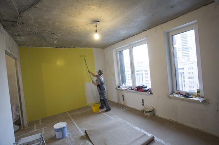 Покраска стен кардинально изменит интерьер. / Фото: otdelkasten.com
