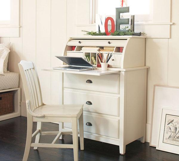 Стол для ноутбука в интерьере
