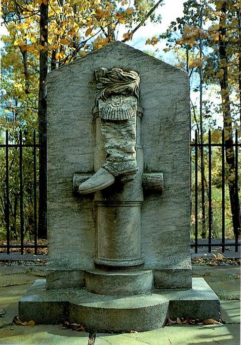 Памятник генералу Арнольду без указания его имени
