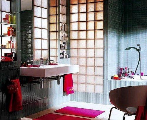 Ложной окно в ванной из стеклоблоков