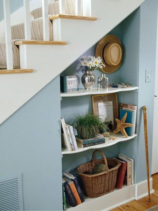 Декоративный шкаф под лестницей