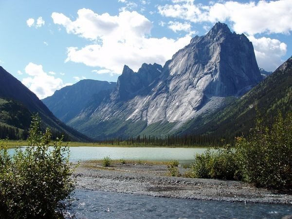 СЛУХИ И ДОМЫСЛЫ   долина, канада, тайна, экспедиция