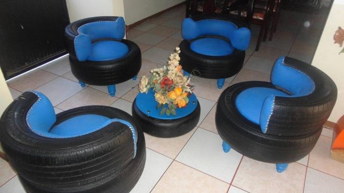 Изготовить при желании и достаточном количестве материала можно абсолютно любую мебель, начиная от стульев и столиков, заканчивая диваном и кроватью.