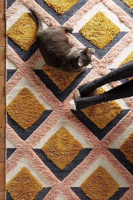 3. Постелите тёплый ковёр.