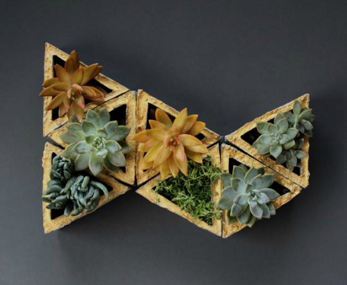 Современные модельные горшки, из которых можно самостоятельно составить необычную цветочную композицию.