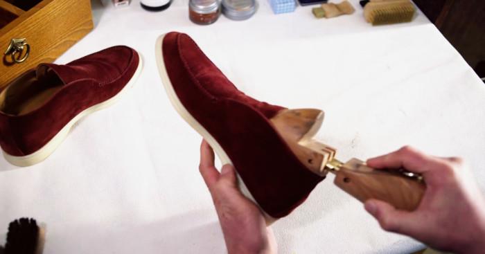 Формодержатель, чтобы обувь сохла быстрее. | Фото: probootblack.info