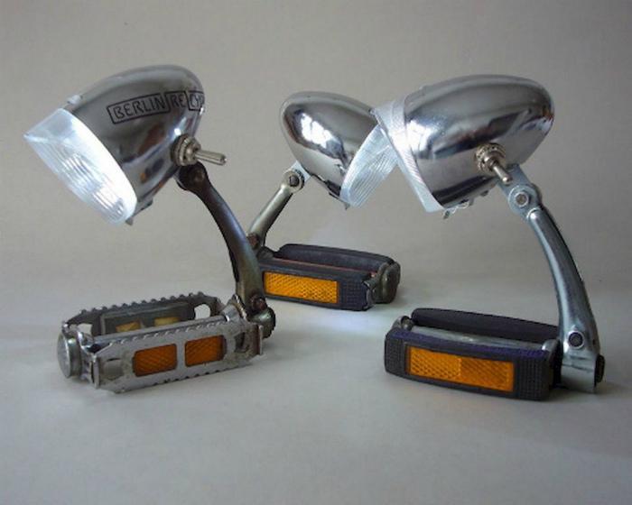 Настольные лампы из педалей.