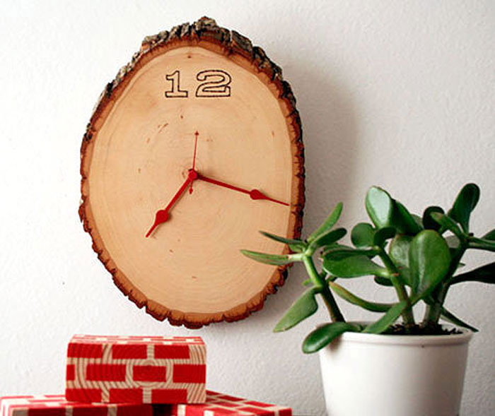 Часы из дерева.