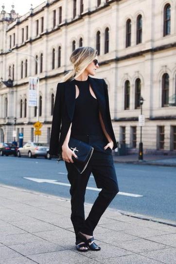 Liz Vagabond в черных штанах и жакете