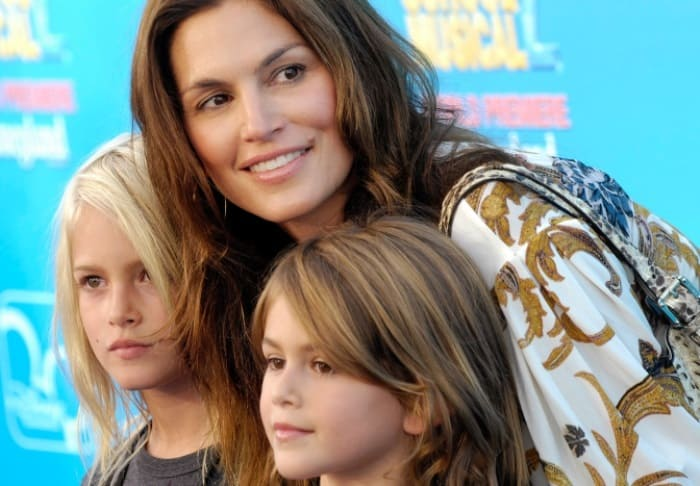 Синди Кроуфорд с сыном Пресли и дочерью Кайей, 2007 | Фото: gazeta.ru