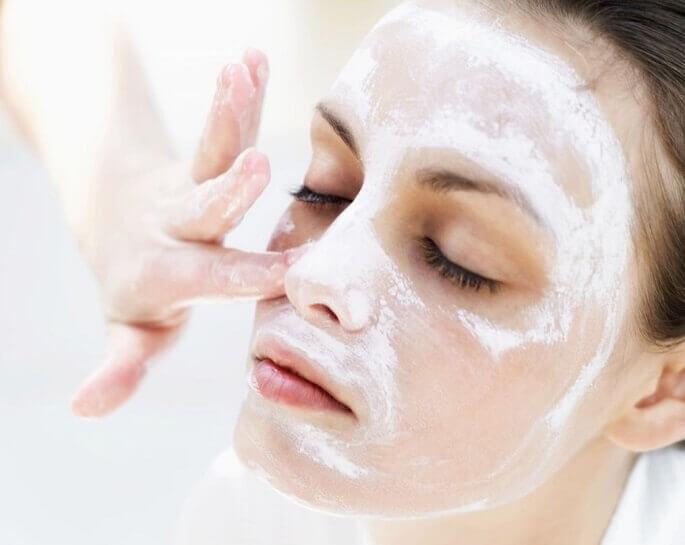 Неплохой эффект для очищения кожи дает хлористый кальций и детское мыло