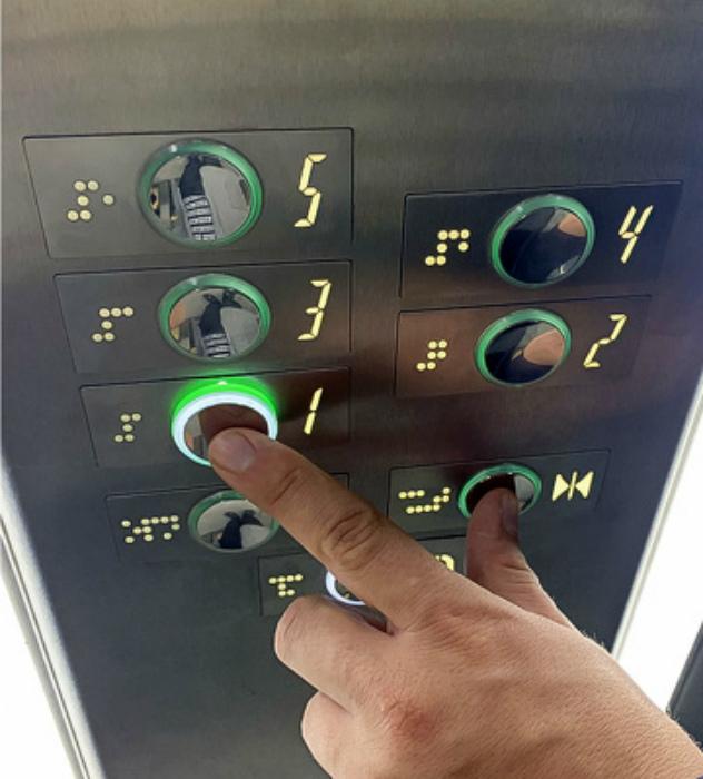 Секрет использования лифта с дозагрузкой. | Фото: Фишки.нет.
