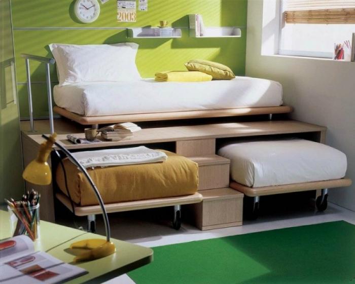 Детские кровати, спрятанные в подиум, отлично подойдут для маленькой комнаты.