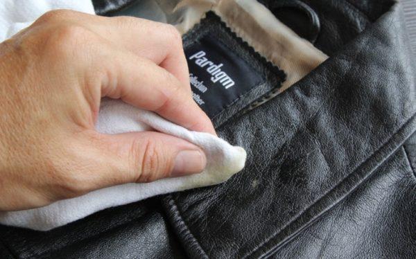 Стирать или не стирать: как почистить кожаную куртку в домашних условиях?