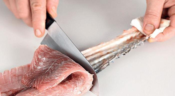 Лучше брать рыбу целиком. /Фото: gastronom.ru.