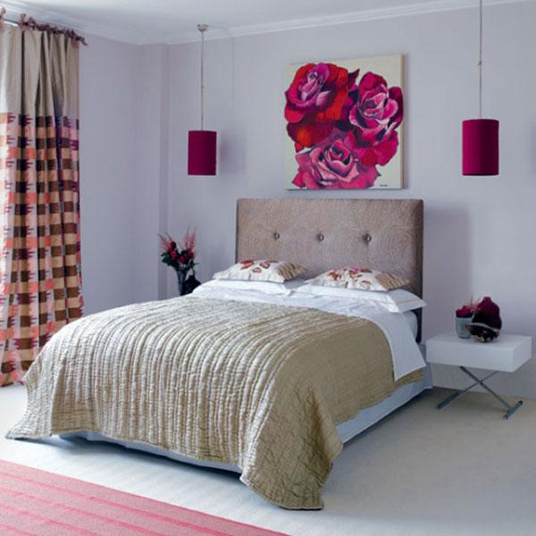 Простая и яркая меленькая спальня