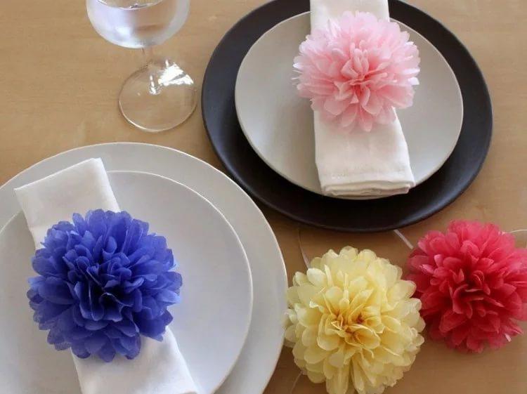 Украшение стола бумажными цветами