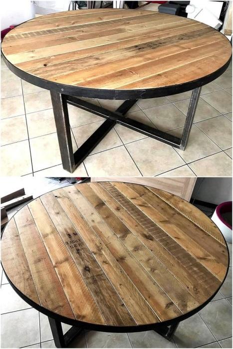 Круглый обеденный столик из деревянных поддонов, который можно соорудить своими руками.