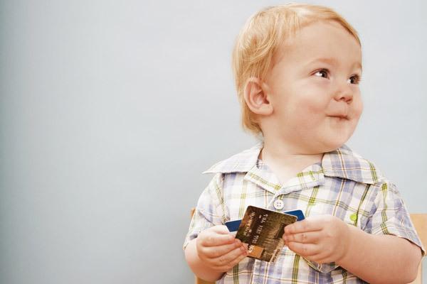 со скольки лет можно оформить банковскую карту ребенку