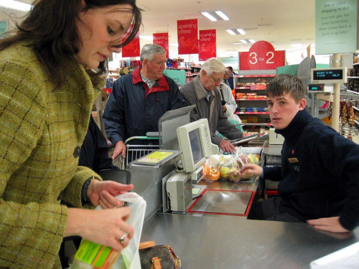 supermarket checkout Как устроены супермаркеты: хитрости, заставляющие вас покупать