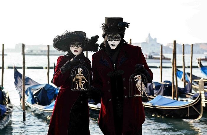 Участники знаменитого Венецианского карнавала.