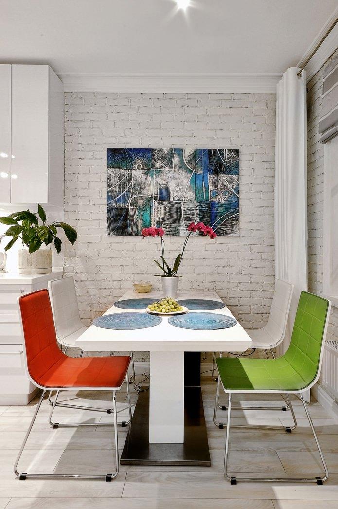 интерьер квартиры-студии с белыми кирпичными стенами
