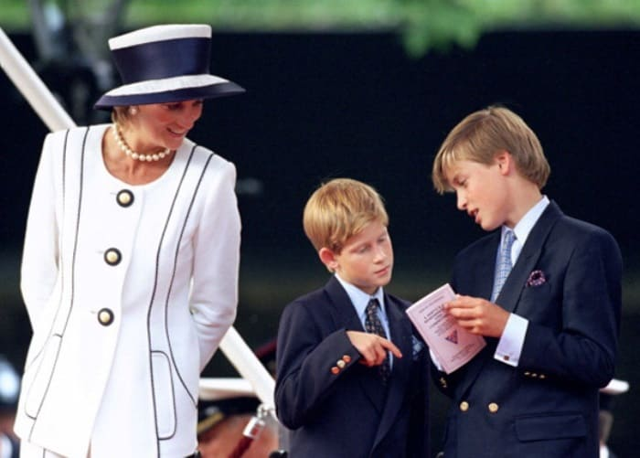 Принцесса Диана с сыновьями Уильямом и Гарри | Фото: statuspress.com.ua