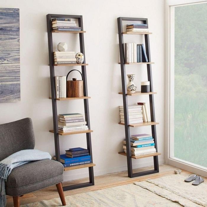 Лестница станет прекрасной заменой массивному книжному шкафу. / Фото: clubsamodelok.ru