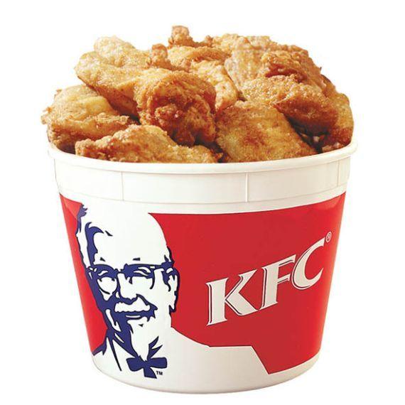 """1. KFC. Когда американский гигант фаст-фуда компания Kentucky Fried Chicken открыла свой первый ресторан в Пекине в 1987 году, китайцы случайно перевели знаменитый лозунг KFC, """"Так вкусно, что пальчики оближешь!"""", как """"Мы будем откусывать ваши пальцы!"""" На китайском языке"""
