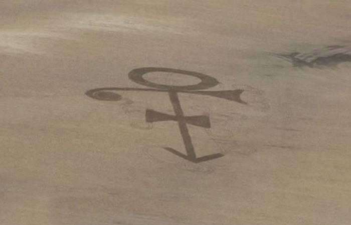 Рисунок на поле «Логотип Принца».