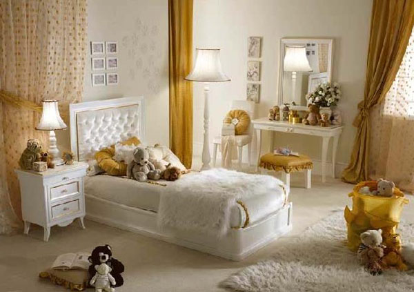 Жёлто-белая спальня для девочек