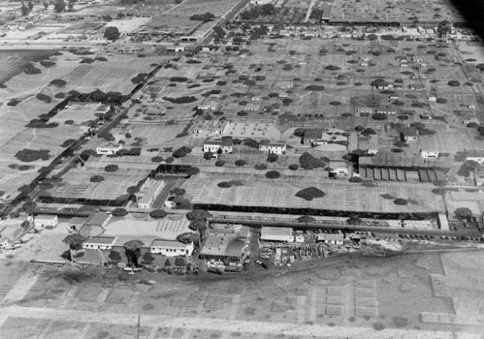 После возведения декораций студией Walt Disney, пролетая над авиазаводом Lockheed Aircraft никто бы не смог бы его распознать (Burbank, США). | Фото: militarystory.org.